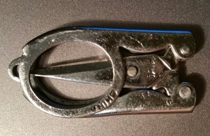 Folded scissors